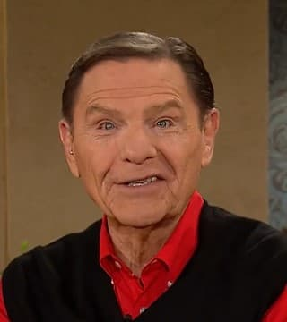 Kenneth Copeland - Walk In The Blessing and Live